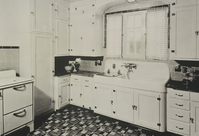 1930s arts and crafts kitchen 16 vintage kohler kitchens   and an important kitchen sinks still      rh   retrorenovation com