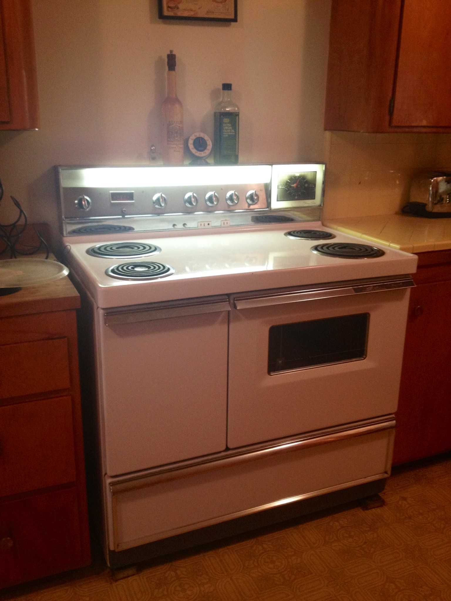 208 Pictures Of Vintage Stoves Refrigerators And Large Appliances Retro Renovation
