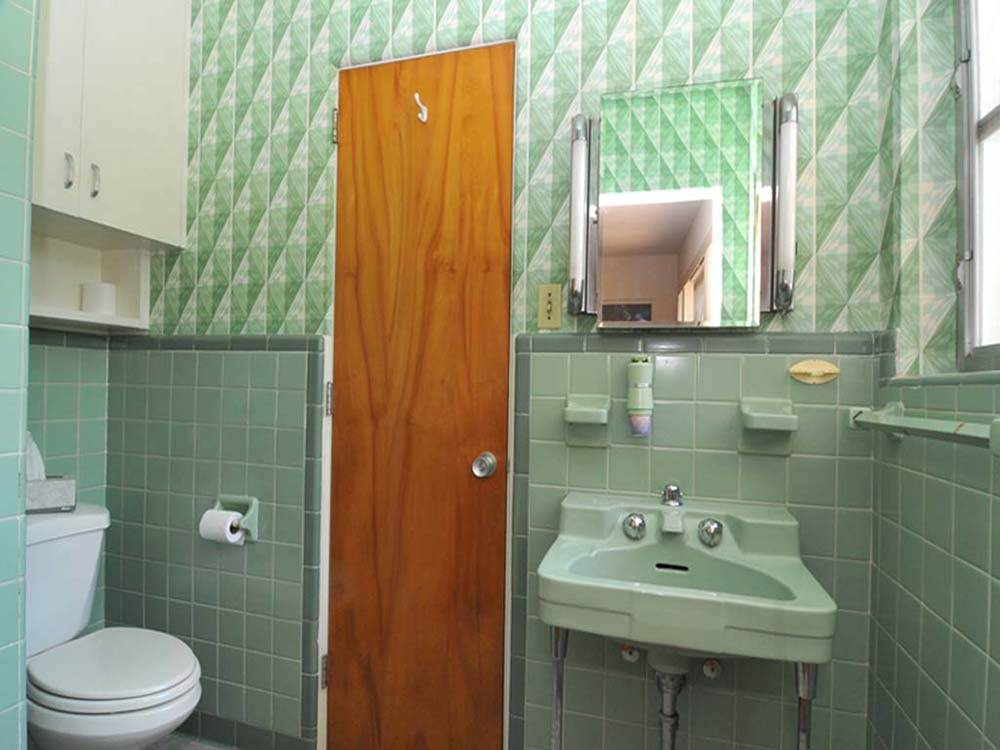 Vintage Bathrooms: Wilmington, NC Mid Century Modern Time Capsule