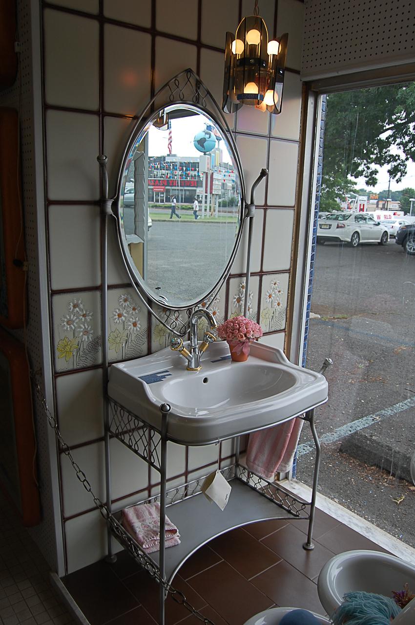 World Of Tile Vintage Nos Sinks Mirrors Lighting