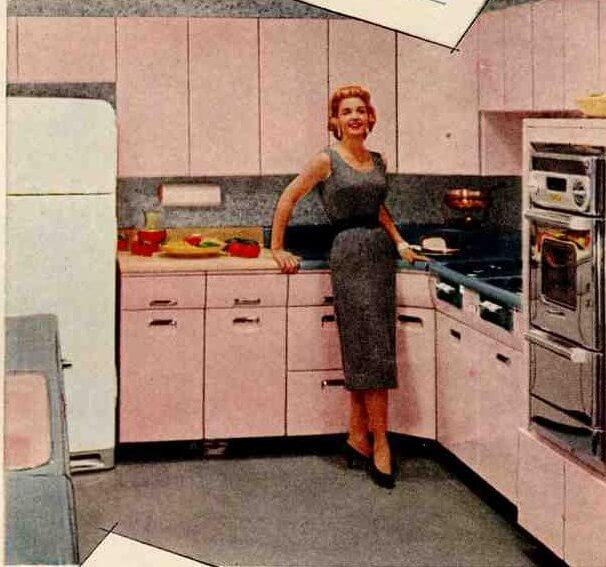 50s kitchen and bathroom in the pink with beauty queen for Beauty queen metal kitchen cabinets