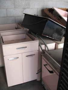 vintage pink 50s 60s kitchen