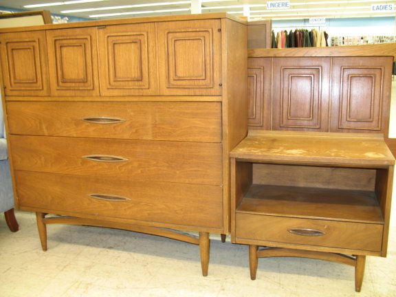 Dotty finds vintage drexel henredon and more at the for Best furniture deals near me