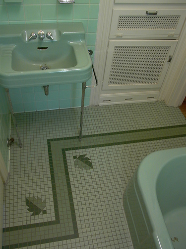 retro floor tile with leaf design