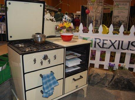 vintage-stove-turned-potting-table