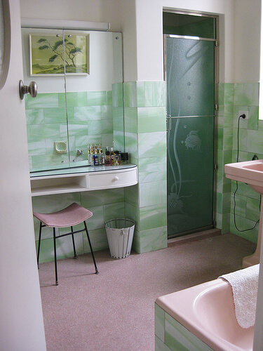 neryls-pink-and-green-bathroom