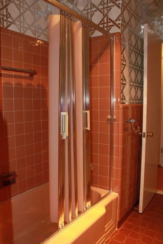 pink-bathroom-folding-shower-doors-metallic--wallpaper