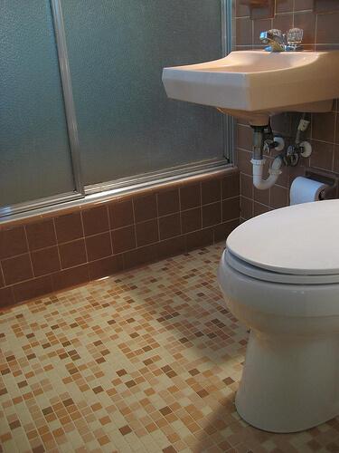 pink-bathroom-mosaic-floor-tile