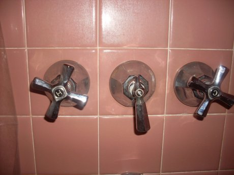vintage-pink-tile-and-bathroom-faucets