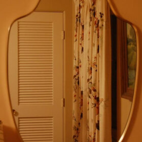 curved bedroom mirror