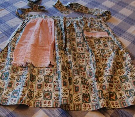 vintage-apron-for-berry