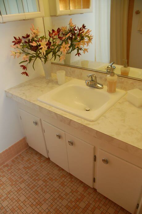 pink-bathroom-mosaic-floor-tile