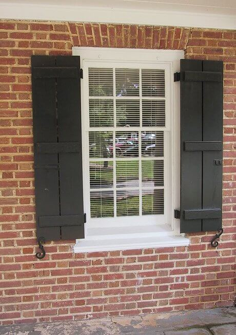 Improve your home 39 s curb appeal with shutters how to choose the right size more tips from How to make exterior shutters