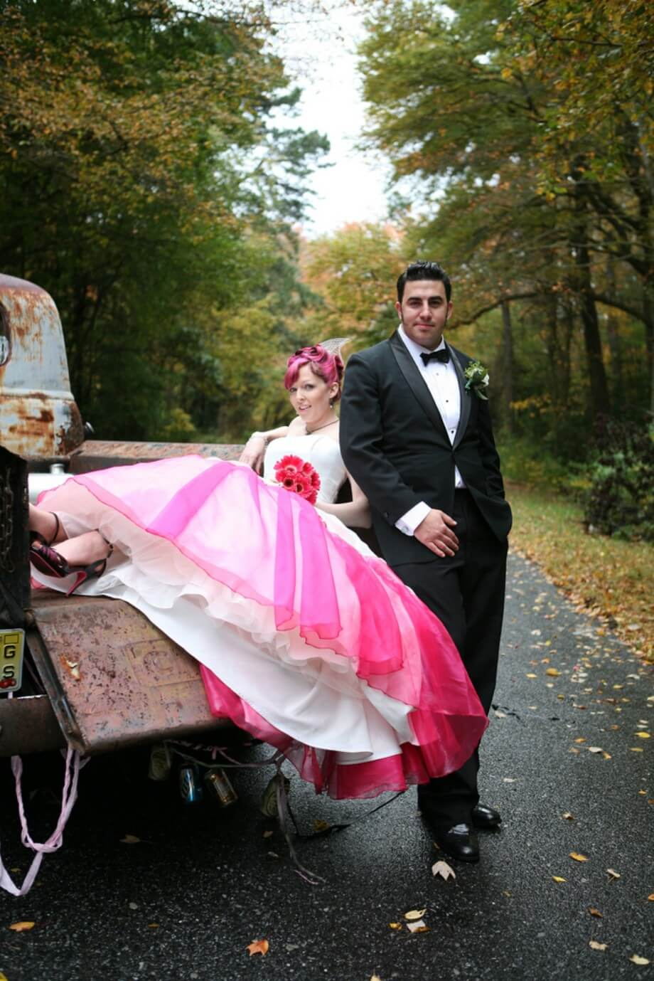 http://retrorenovation.com/wp-content/uploads/2010/08/rockabilly-wedding-couple.jpg