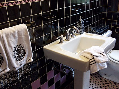 1939 lavendar and black bathroom