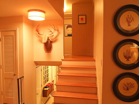 decorating ideas for the stairway of a split level house