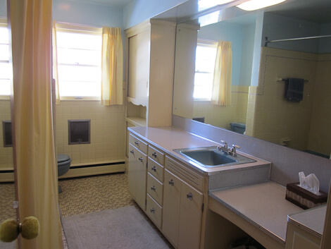 1950s yellow bathroom