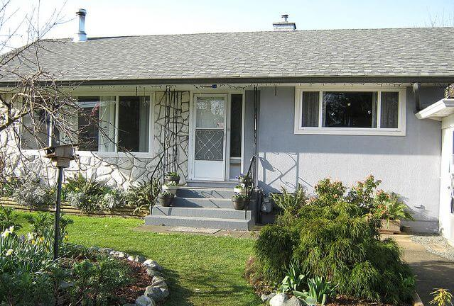 help christa choose an exterior paint color for her 1961 house - Small House Exterior Paint Colors