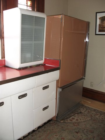 Can 1940s Kitchen Cabinets Mix With A 1960s Refrigerator
