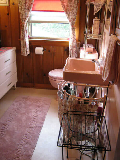 Lovely lynnes knotty pine pink bathroom