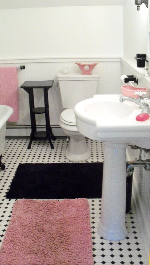 vintage style black and white bathroom