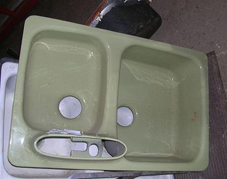 1968 american standard sink in avocado