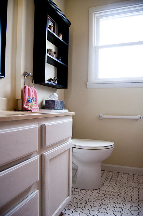 Small bathroom remodel in 5 steps retro renovation - Small bathroom remodel with tub ...