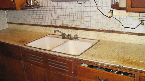 red countertops before