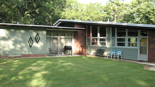 Stunning midcentury modern house 28 photos of gabe for Mid century modern house colors