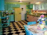 Lori's pink, blue and yellow retro kitchen: A whole lot of lovin' fun!