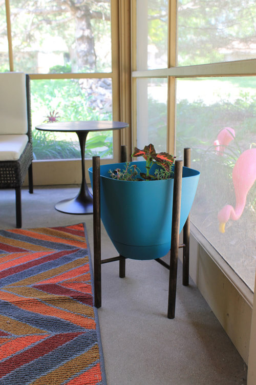 Build A Midcentury Inspired Planter Stand In 8 Easy Steps