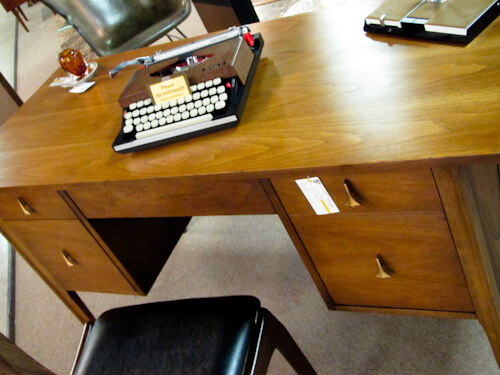 broyhill brasilia office desk