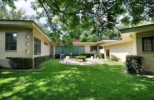 Back Yard Of 1950 Midcentury House In Dallas