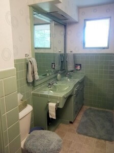 avocado-green-tiled-bathroom