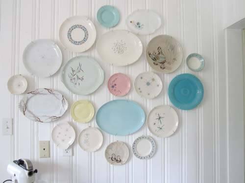 vintage-plates-on-wall