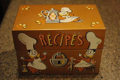 Vintage retro-recipe-box