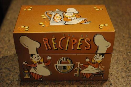 Vintage retro-recipe-box