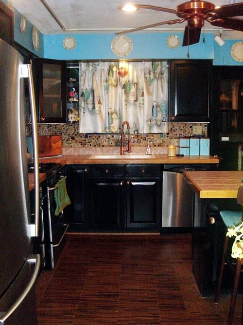Christa's mosaic art kitchen backsplash - 'pique iette' tout ... on turquoise kitchen color ideas, turquoise retro furniture, red retro kitchen ideas, turquoise home decor ideas,