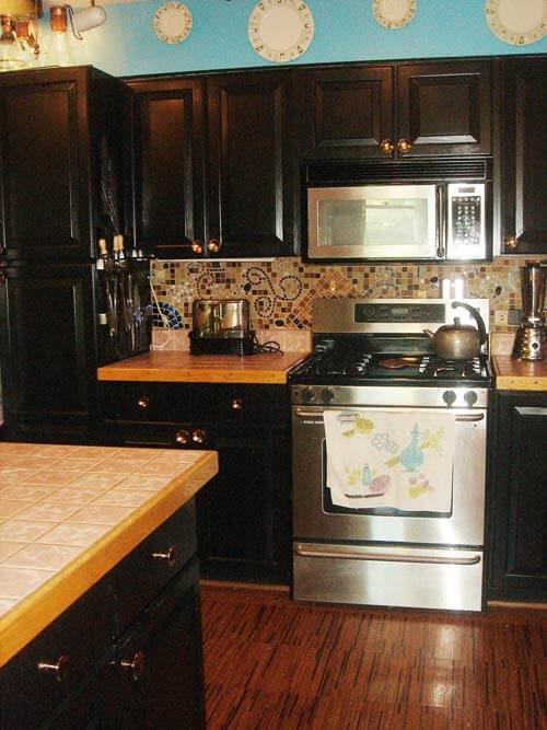 mosaic-tile-backsplash-in retro modern kitchen