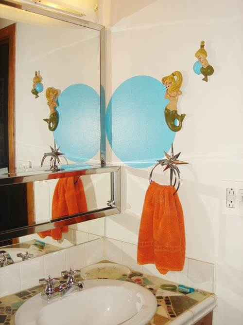 retro-bathroom-starburst towel hanger