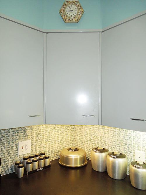 st-charles-corner-cabinet-vintage