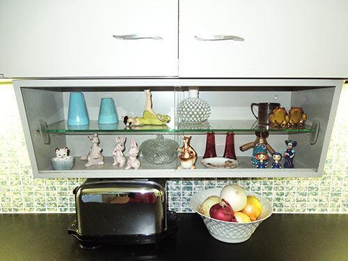 vintage-metal-kitchen-cabinets-display