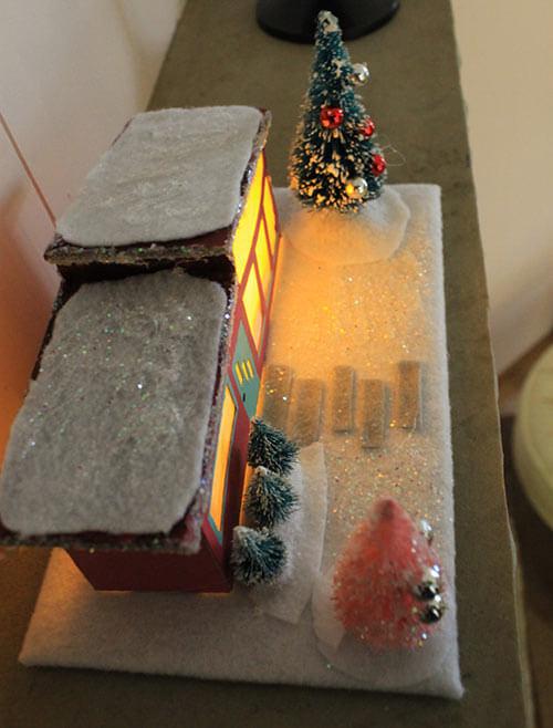 mini-ranch-house-light-up-christmas