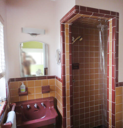 Clive and mike 39 s 1952 florida ranch house with pink for Maroon bathroom ideas
