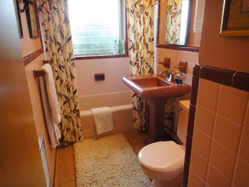pink-and-maroon-vintage-bathroom