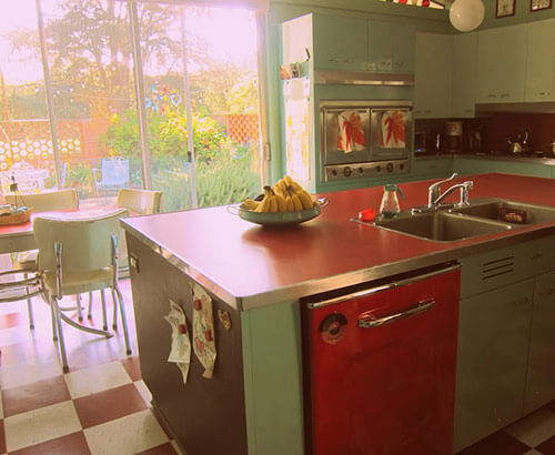 retro-red-and-aqua-kitchen