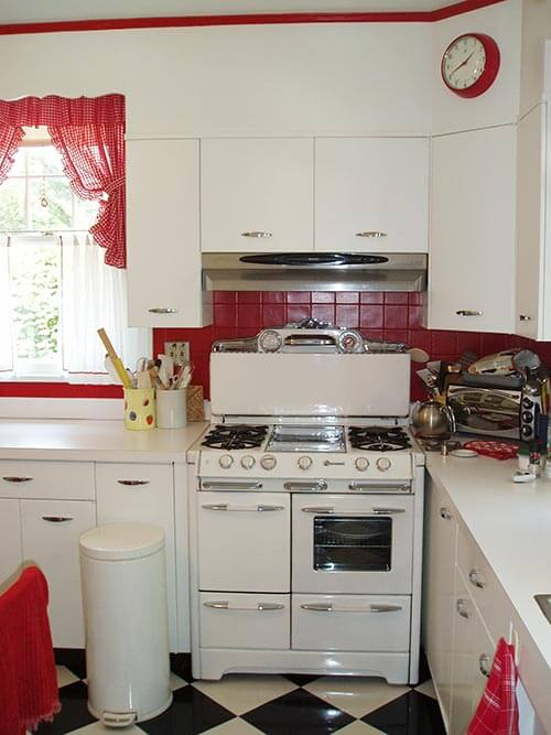 David creates a sunny red and white vintage kitchen for for Small retro kitchen