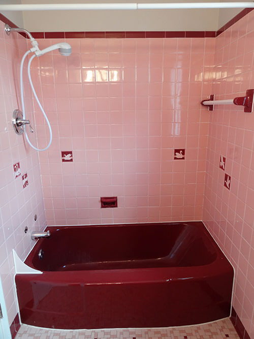 vintage-retro-pink-and-maroon-bathroom