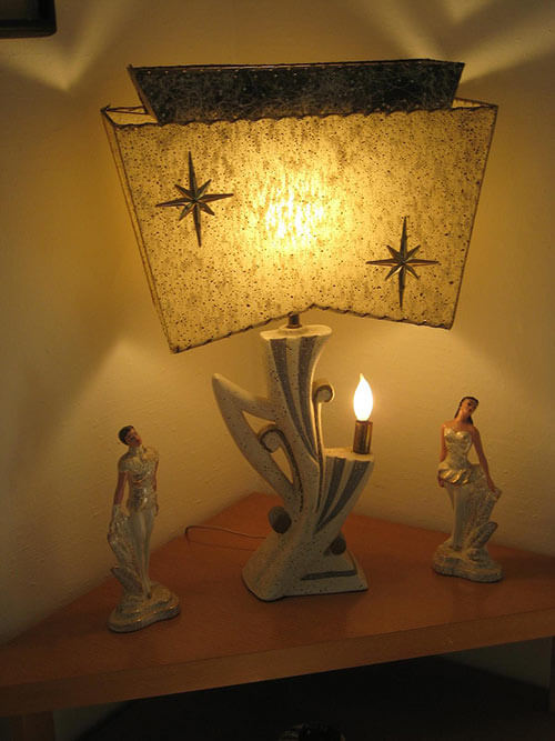 Retro-odd-shaped-table-lamp-with-starbursts