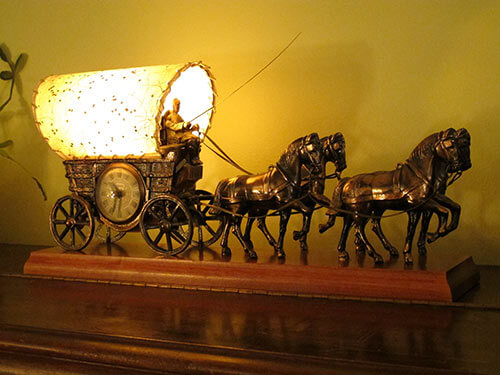 Vintage-1967-horse-and-wagon-tv-light
